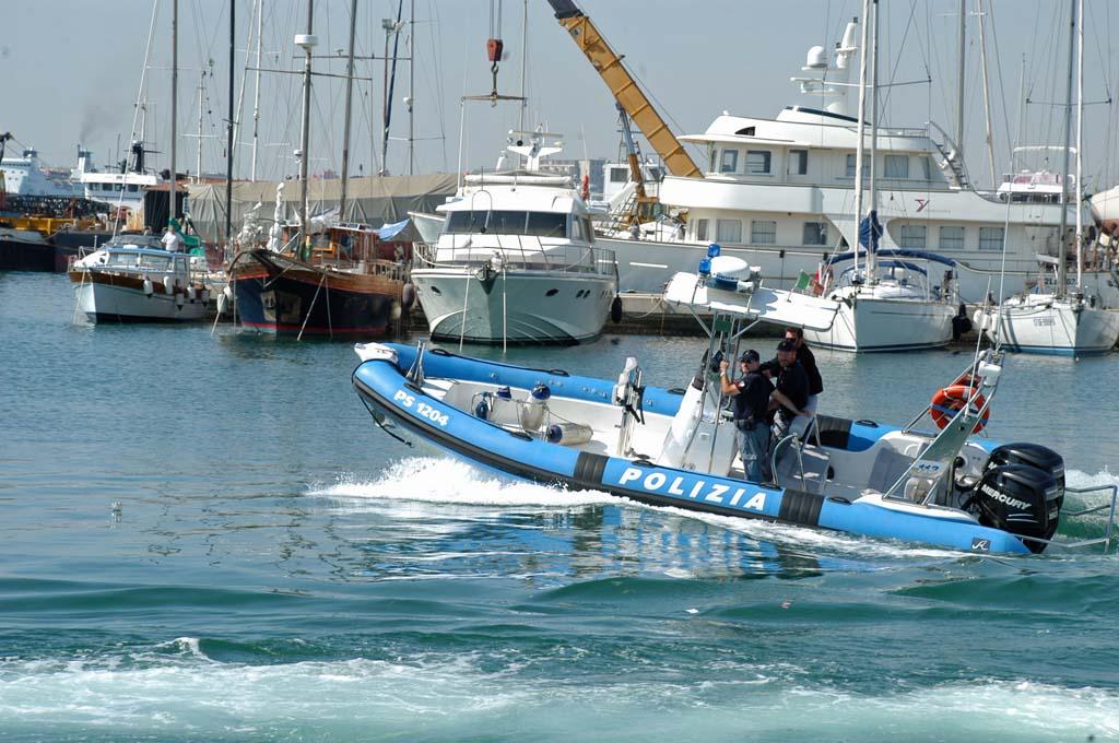 polizia in mare